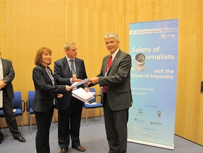 © UNESCO From left to right: - Jackie Harrison, CFOM - William Horsley, CFOM - Jānis Kārkliņš, UNESCO